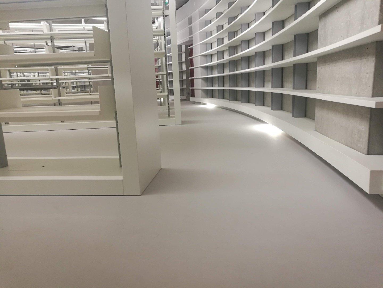 Έργο: Βιβλιοθήκη πανεπιστημίου Κύπρου  Αρχιτέκτονας: Βιβλιοθήκη πανεπιστημίου Κύπρου  Ημ. Εκτέλεσης:03/08/2018  Περιοχή: 3801 m2  Χρήση: Indoor shock absorption floor  Προϊόν: UniSound+